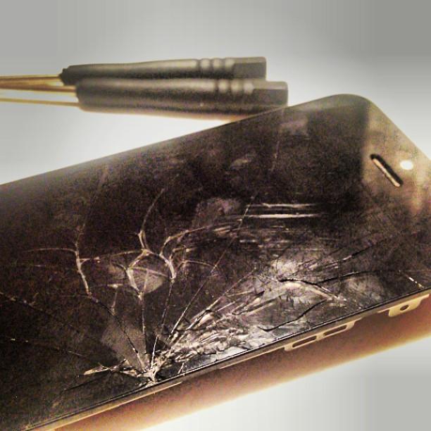 Eine ausgetauschtes kaputtes iPhone Display