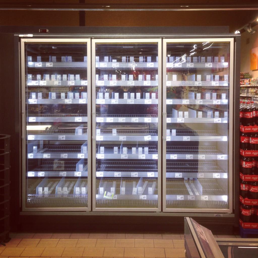 Ein leerer Kühlschrank.