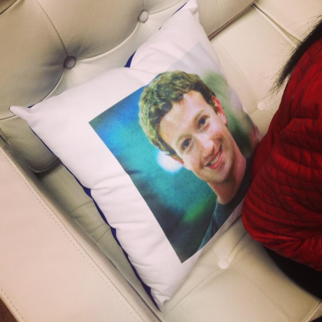Marc Zuckerberg als Kissen.