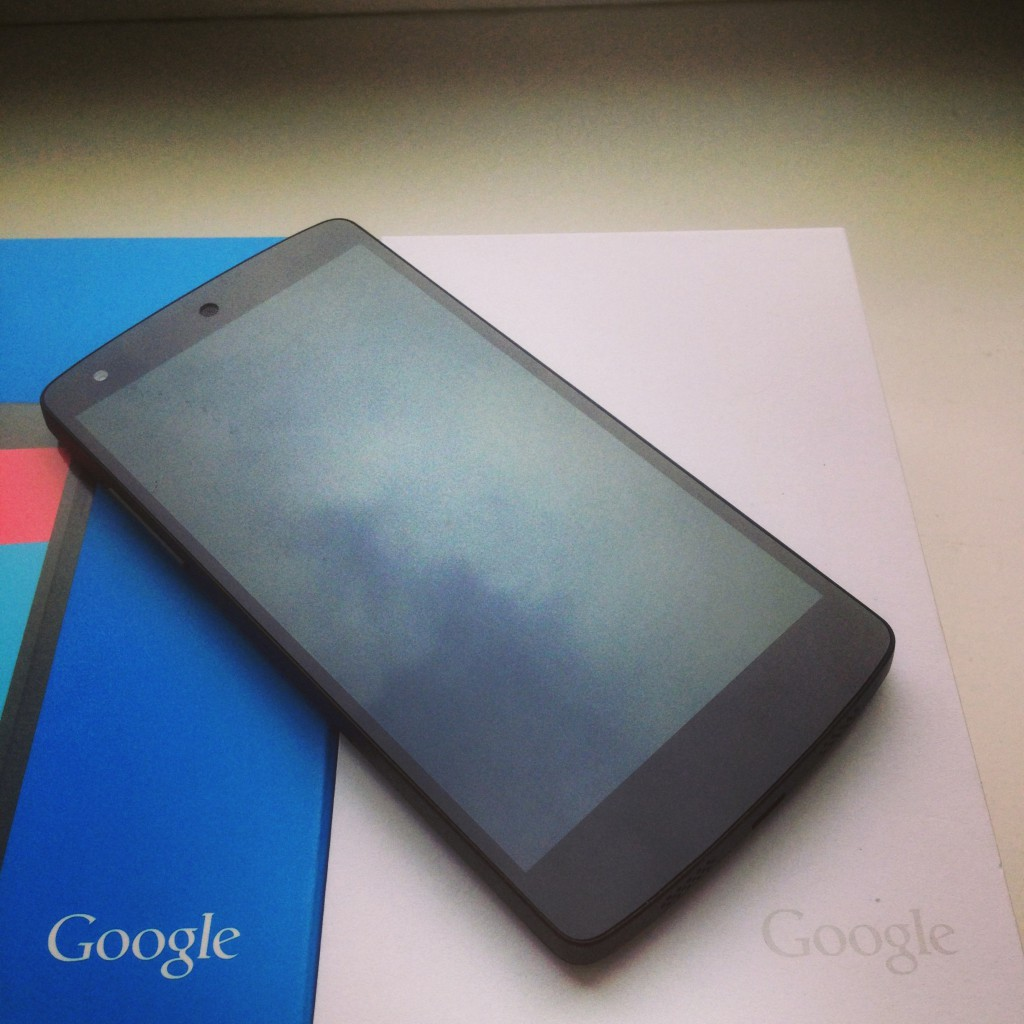 Nexus 5 mit Verpackung