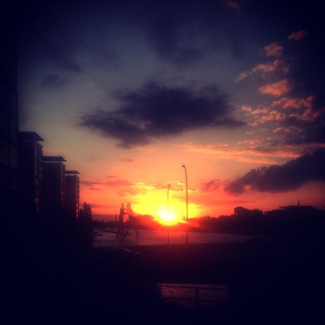 Sonnenuntergang mit Molekülmännern